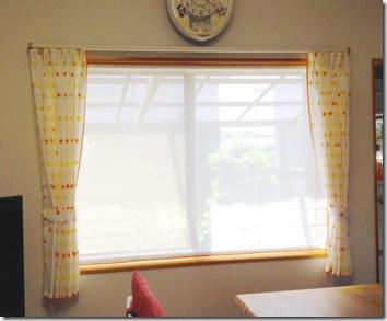 リビング腰窓カーテン