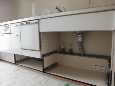 新しいシステムキッチンの設置