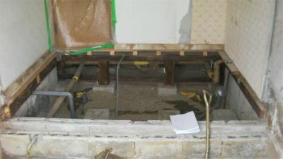 浴室・洗面室の解体作業